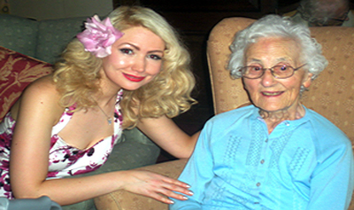 Pic: Bexi Owen with elderly woman